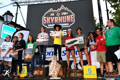 akuna-podium-femmes